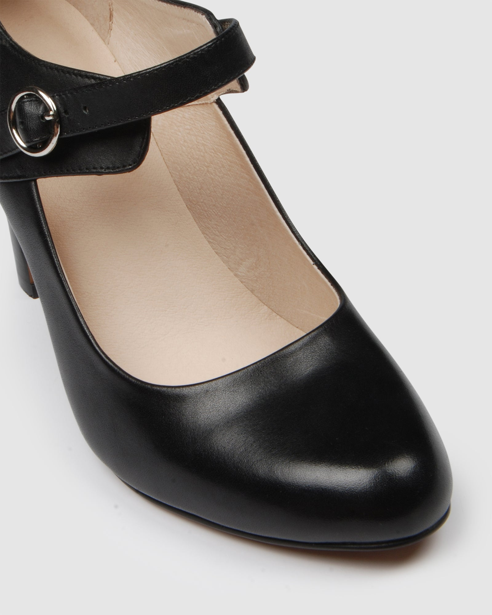 QUAINT HIGH HEELS BLACK LEATHER