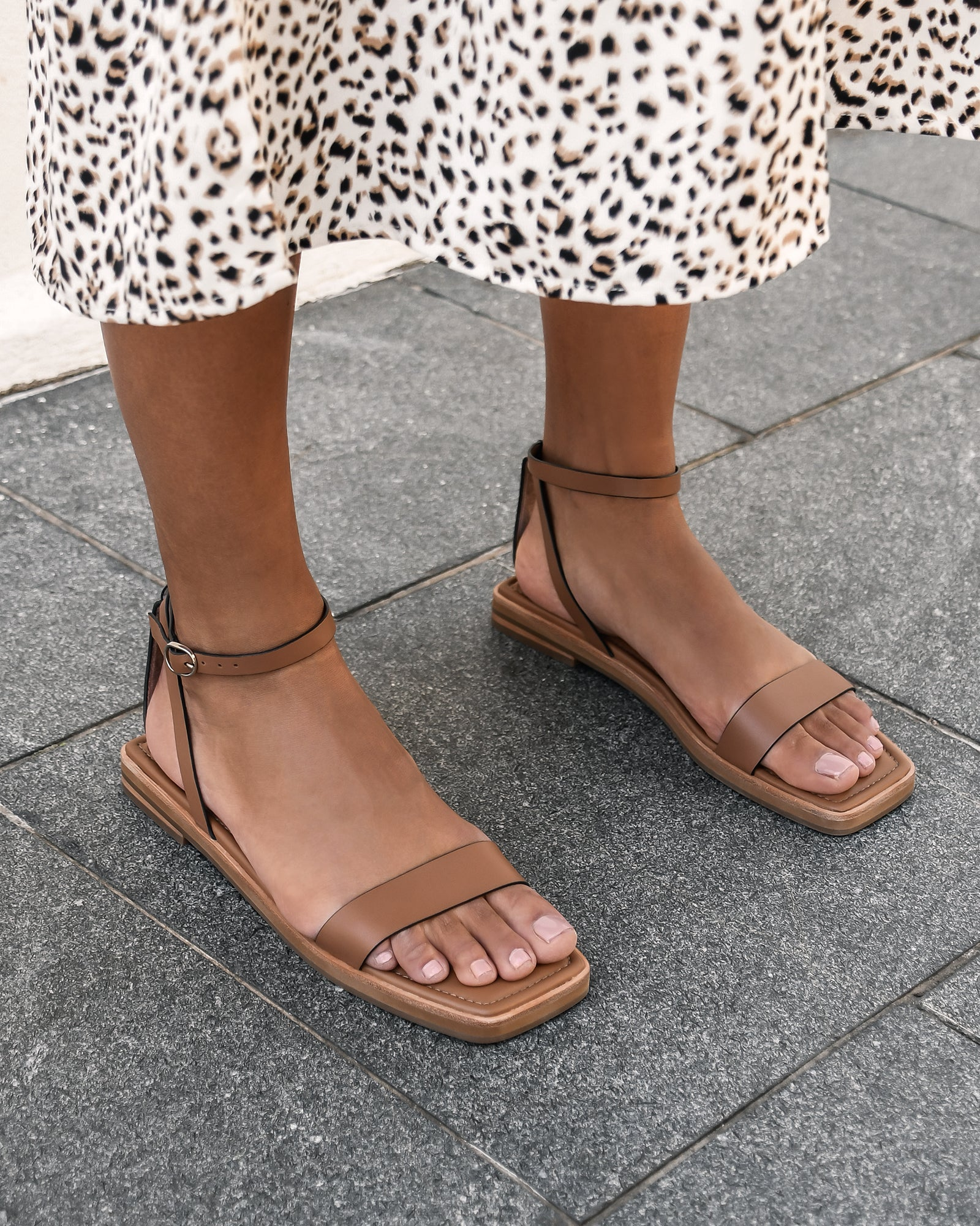 IDOL FLAT SANDALS TAN LEATHER