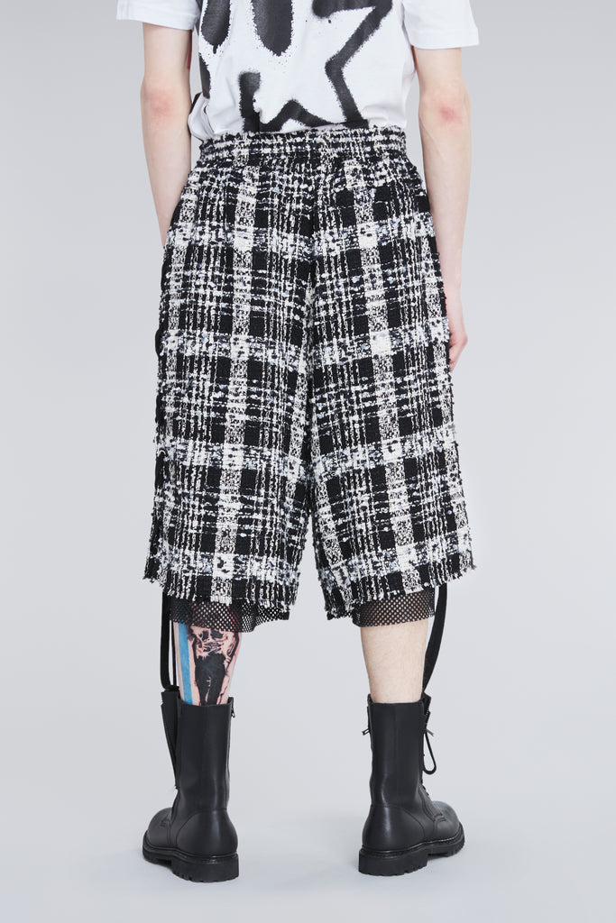 LACED CHECKERED TWEED KNEE SHORTS