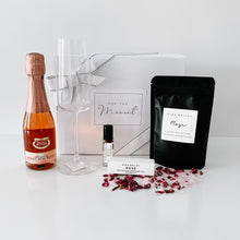 Load image into Gallery viewer, Lady Luxe Hamper