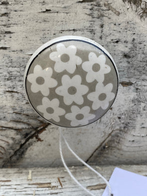 "1.5"" grey and white floral knobs"