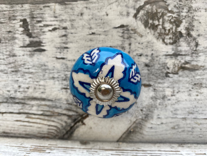 Blue and white leaf knobs