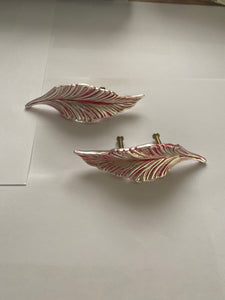 Feather leaf handles