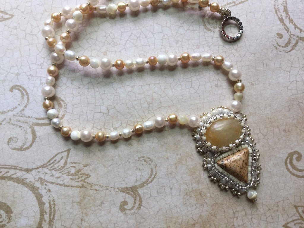 Pearl and Agate Pendant Necklace