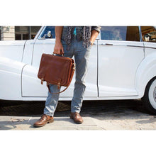Load image into Gallery viewer, leather messenger bag floto parma