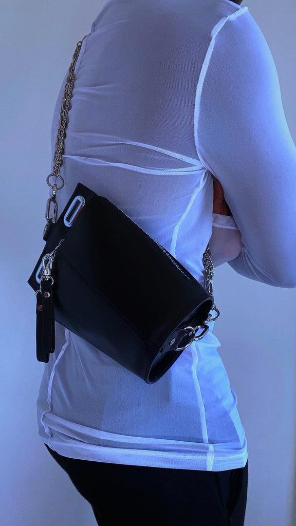 Small black crossbody with chain