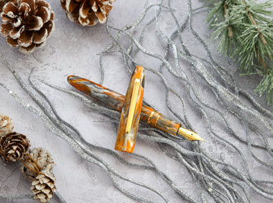 Esterbrook Rocky Top is a beautiful fountain pen, produced in a blend of sparkling orange, grey, silver and white.