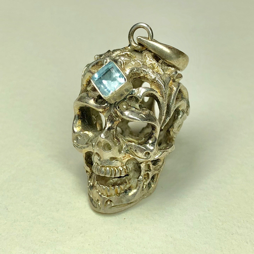 sterling silver skull pendant with aquamarine