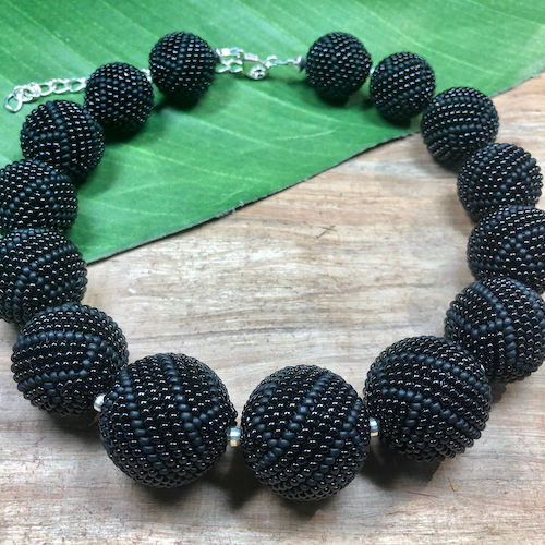 Black Beaded Bead Necklace