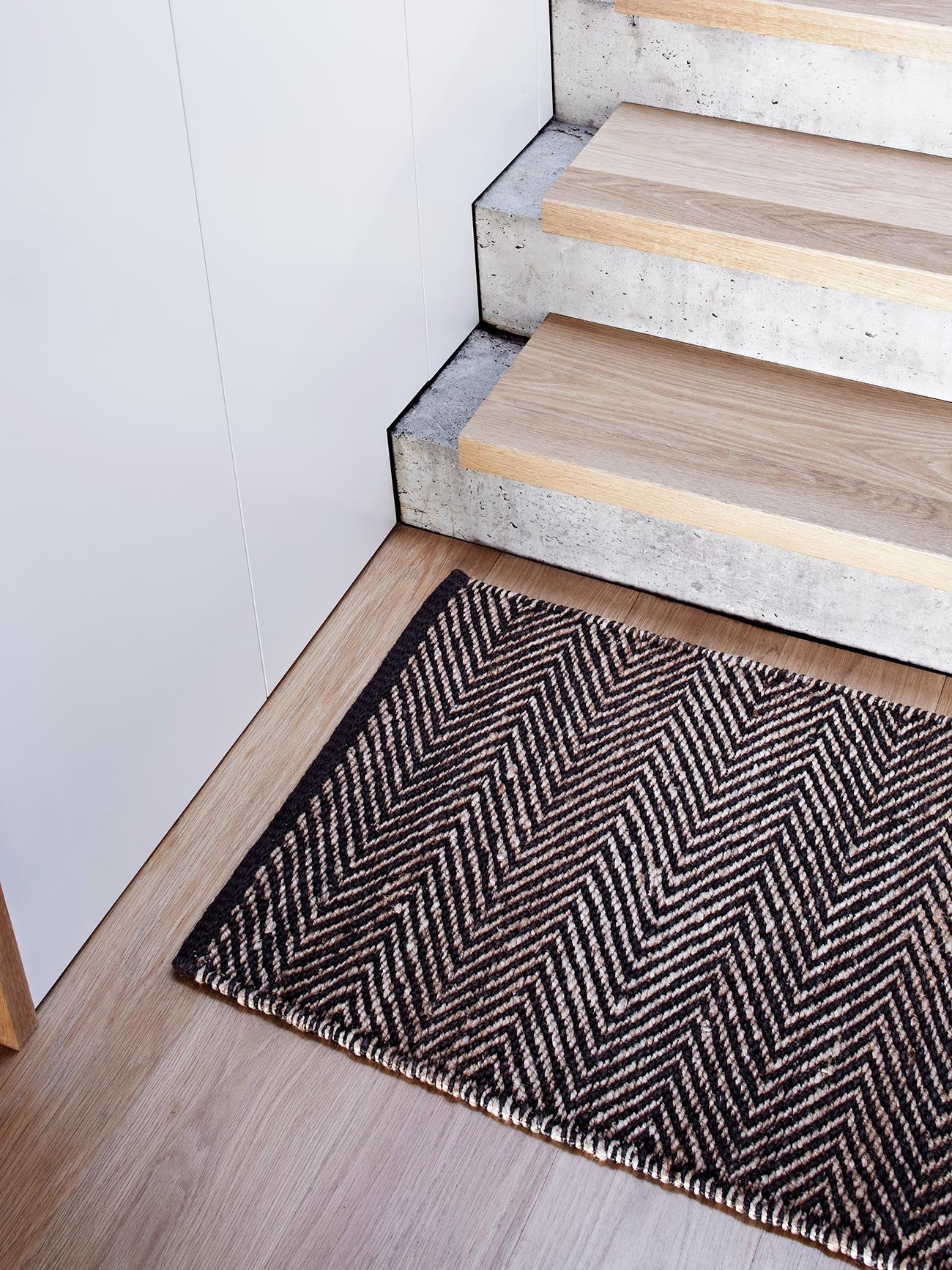 Armadillo & Co Serengeti Entrance Mat - Charcoal & Natural