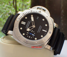 Load image into Gallery viewer, Panerai PAM682 features black dial 300m water resistant