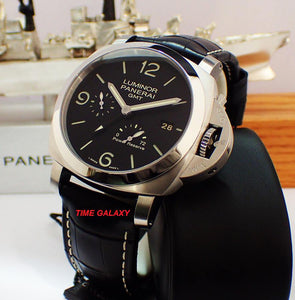 Panerai PAM321 black dial, made of stainless steel