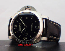 Load image into Gallery viewer, Panerai PAM312 features black dial and date display