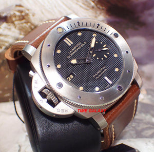 Panerai PAM569 made of stainless steel, sapphire glass, 1000 m water resistance