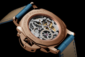 Panerai PAM741 made of rose gold, sapphire glass, 30 m water resistance