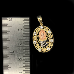 Dije de Quinceañera 15 Años Con Virgen Maria De Oro 10KT/Women's Quince Pendant With Virgin Mary in 10KT Gold
