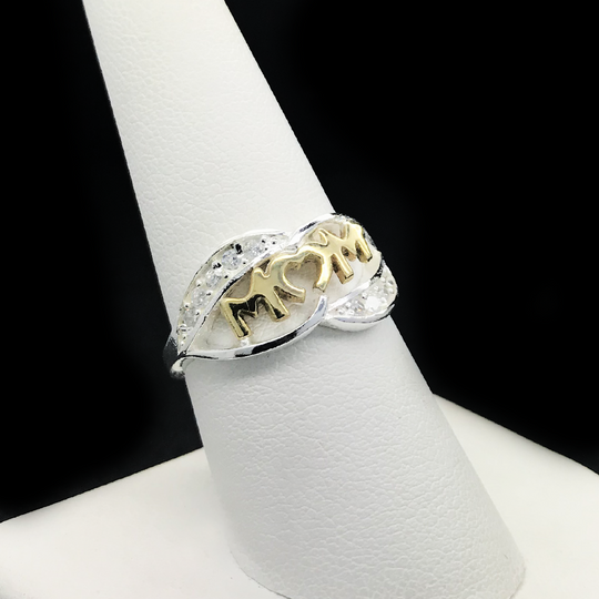 Anillo De MAMA En Plata Con Letras De Oro 10KT/Sterling Silver Ring With MOM in 10KT Gold