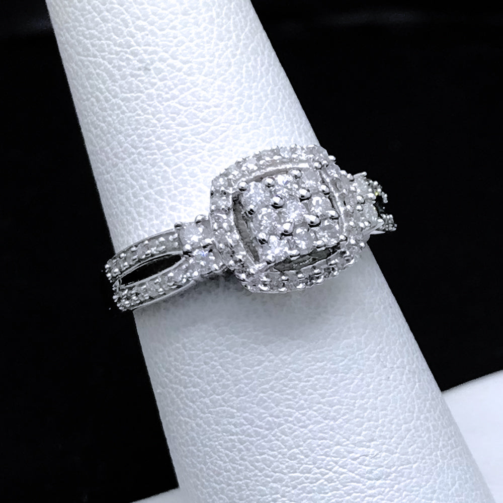 Women's 0.50 CTW Diamond Ring in 10KT White Gold
