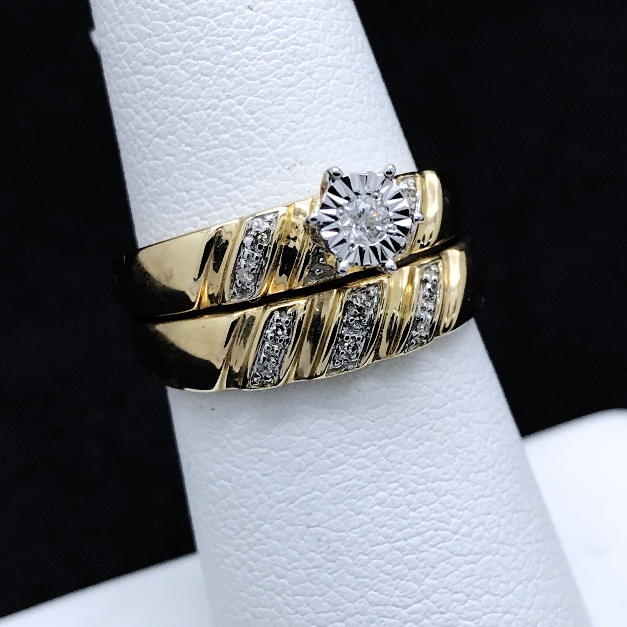 Set de Matrimonio de Dama de Oro Con Diamantes/Women's Diamond Wedding Set in 10KT Gold