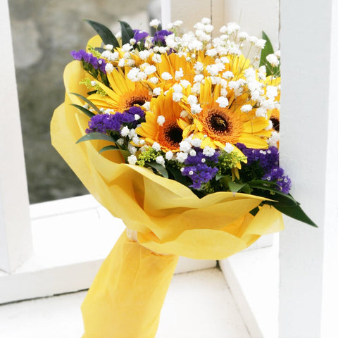 10 Gerbera Daisy Bouquet Katong Flower Shop with free delivery to the whole of Singapore