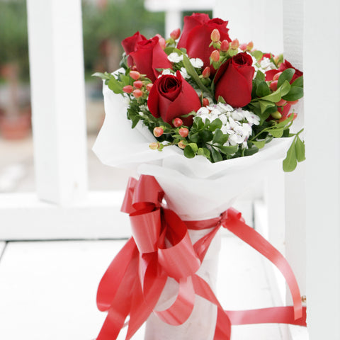 8 Red Rose Bouquet Katong Flower Shop with free delivery to the whole of Singapore