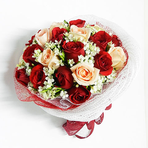 18 Mixed Rose Bouquet Katong Flower Shop with free delivery to the whole of Singapore