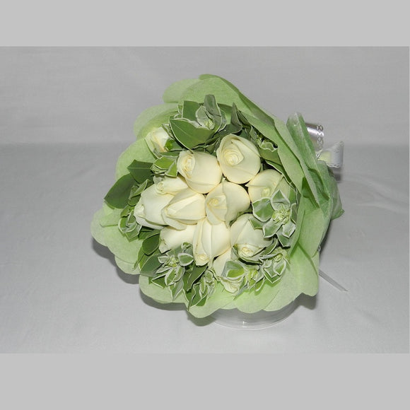 KHB0063 Charming Love | 12 White Roses Bouquet
