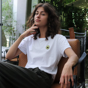 Girl wearing white avocado T-SHIRT 100% organic and sustainable