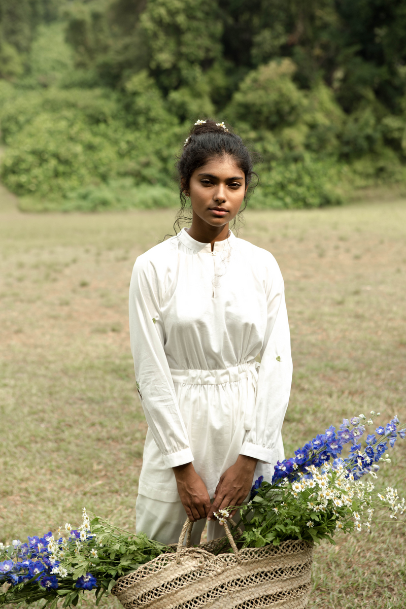 Sui | PALM UP embroidered, organic cotton casual white shirt accentuated with a drawstring at the waist from Basic-ally Sui Basics Collection 2019