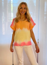 Laden Sie das Bild in den Galerie-Viewer, T-Shirt pink dip dye (2 Farben: pink & green)