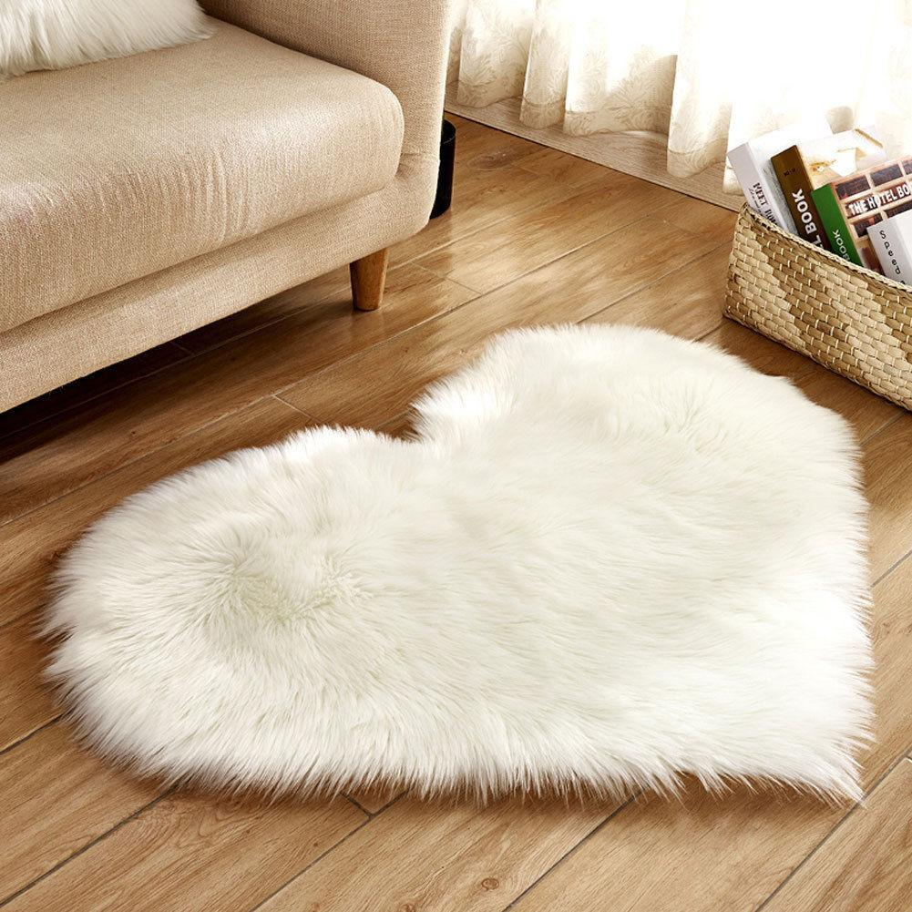 30x40cm / White Shaggy Faux Sheepskin Heart Rug