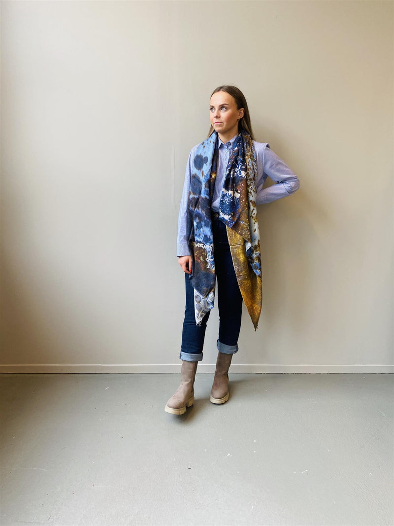 WINTER WAVES SCARF