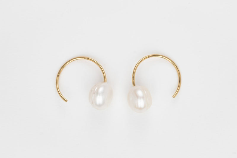 THE SNAIL STILL HOUR PEAL HOOPS EARRINGS