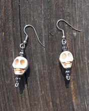 Load image into Gallery viewer, Spooky Skull and Hand Jewelry Set