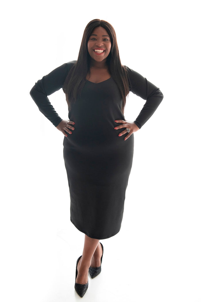 Curvy model sporting our black bodycon dress