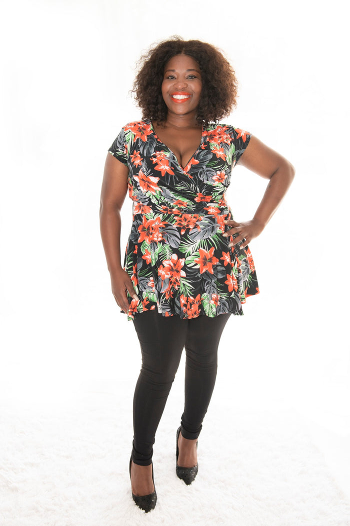 curvy model wearing our tropica print carriere top with cap sleeve