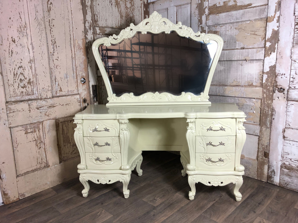 Gryphon Reine Dressing Table - Ivory lacquer