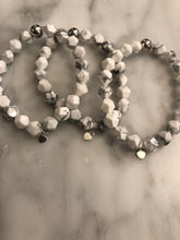 Load image into Gallery viewer, Howlite Mini Heart Charm Bracelet