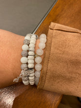 Load image into Gallery viewer, Howlite Love Bracelet