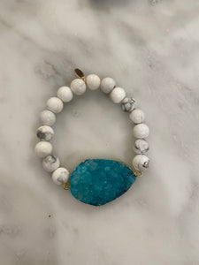 CONNECTED TURQUOISE HOWLITE