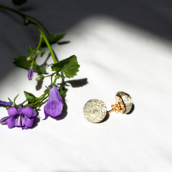 Mini Lolita Earrings Pin - Golden elegant