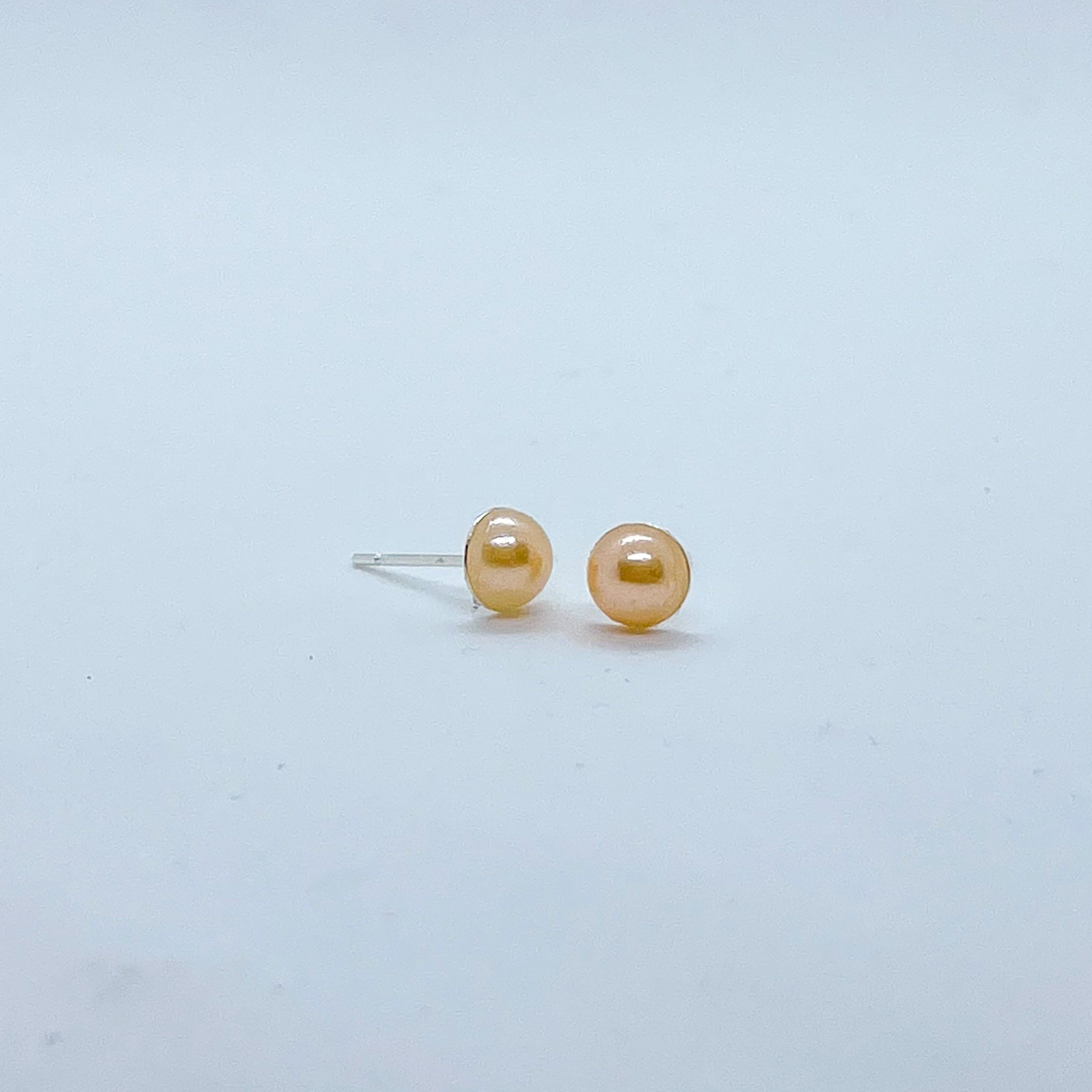 Lilith stud earrings (pastel orange)