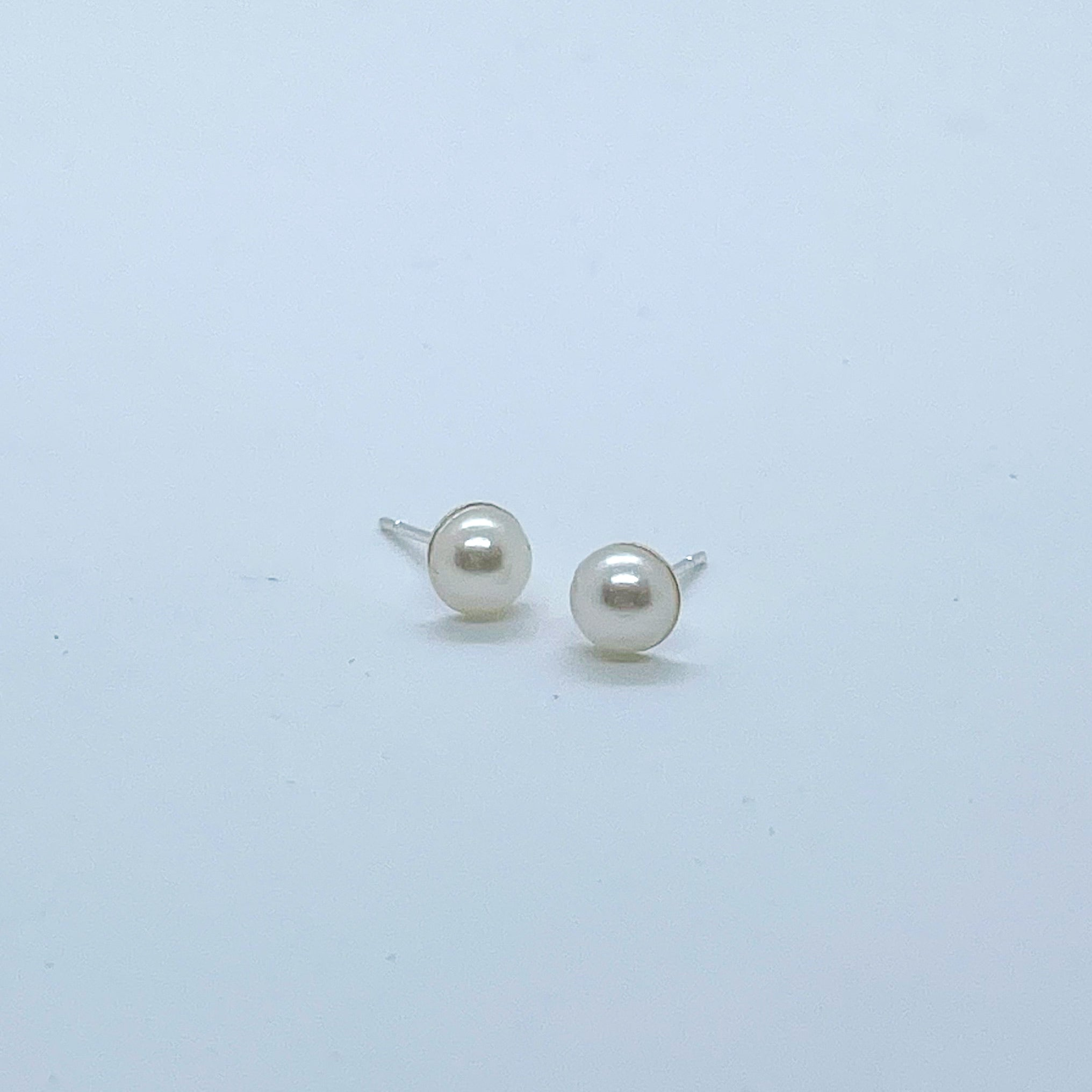 Lilith stud earrings (Ivory)