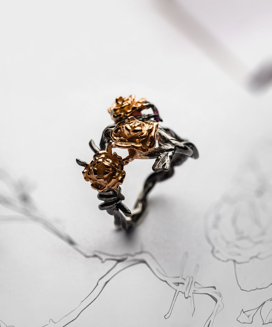 JRDR 8 Dark Rose Barbed Wire with Bouquet of Roses Ring.