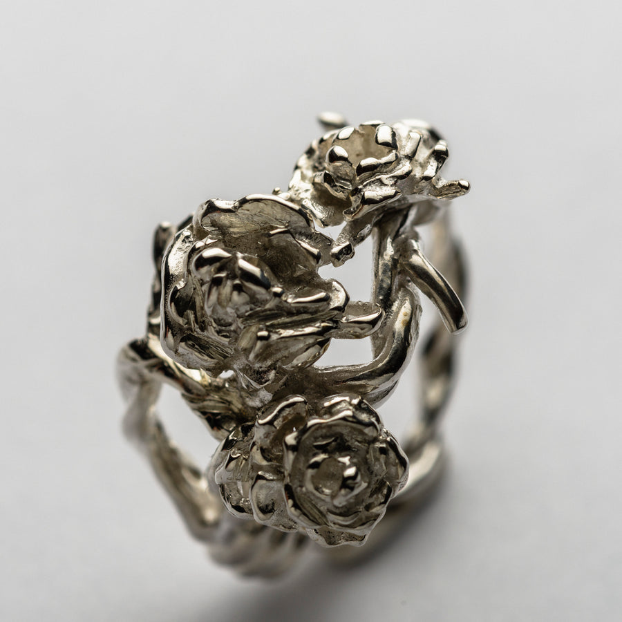 JRRR 8 Renaissance Rose Barbed Wire with Bouquet of Roses Ring