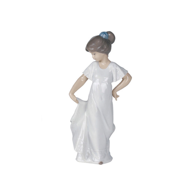 Nao by Lladro How Pretty! Figurine