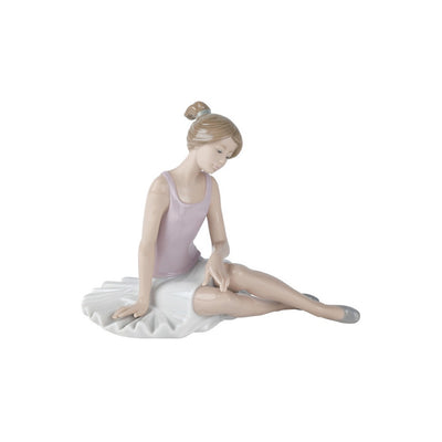 Nao by Lladro Dancer Rested Figurine