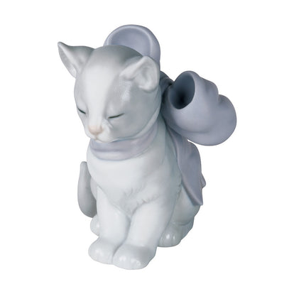 Nao by Lladro Kitty Present Figurine