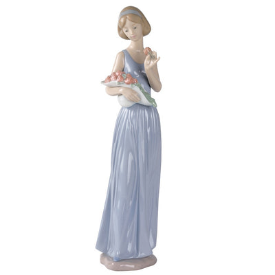 Nao by Lladro My Little Bouquet Figurine