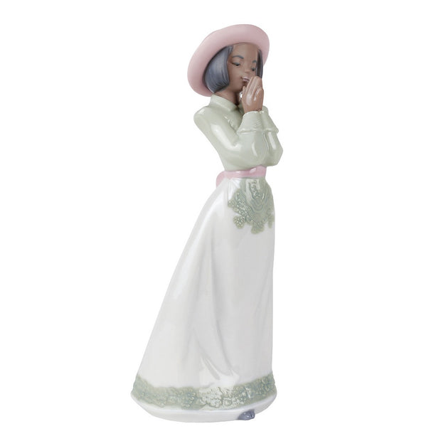 Nao by Lladro Sunday Best Figurine